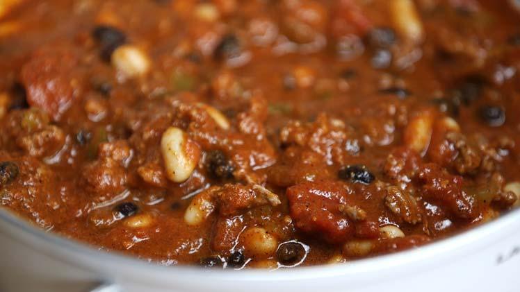 Chili con carne met paprika, prei en witte bonen